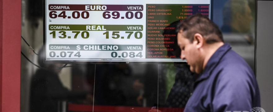アルゼンチンで銀行に行列、外貨取引規制受け預金引き出し相次ぐ – ロイター